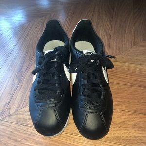 Nike Shoes - Nike Cortez 7.5